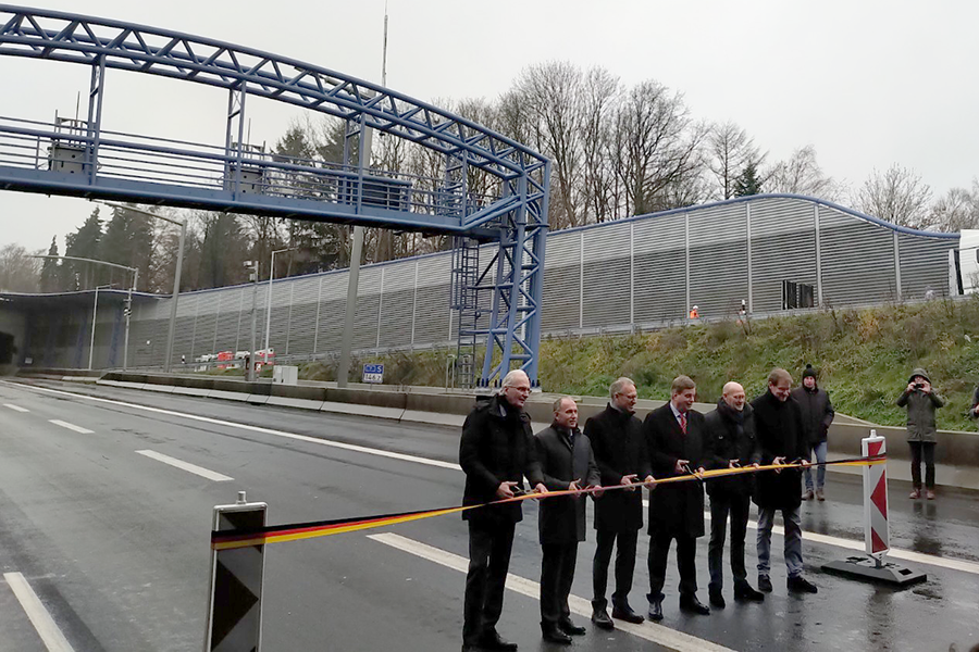 Opening of soundproof tunnel on the A7 motorway in Hamburg